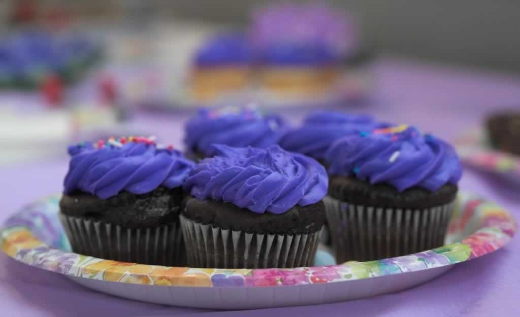This image has an empty alt attribute; its file name is cupcakes-1024x625.jpg
